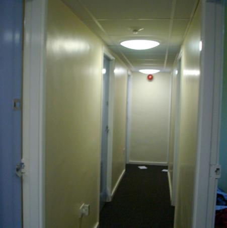 Hallway - tempat bersosial dengan flatmate